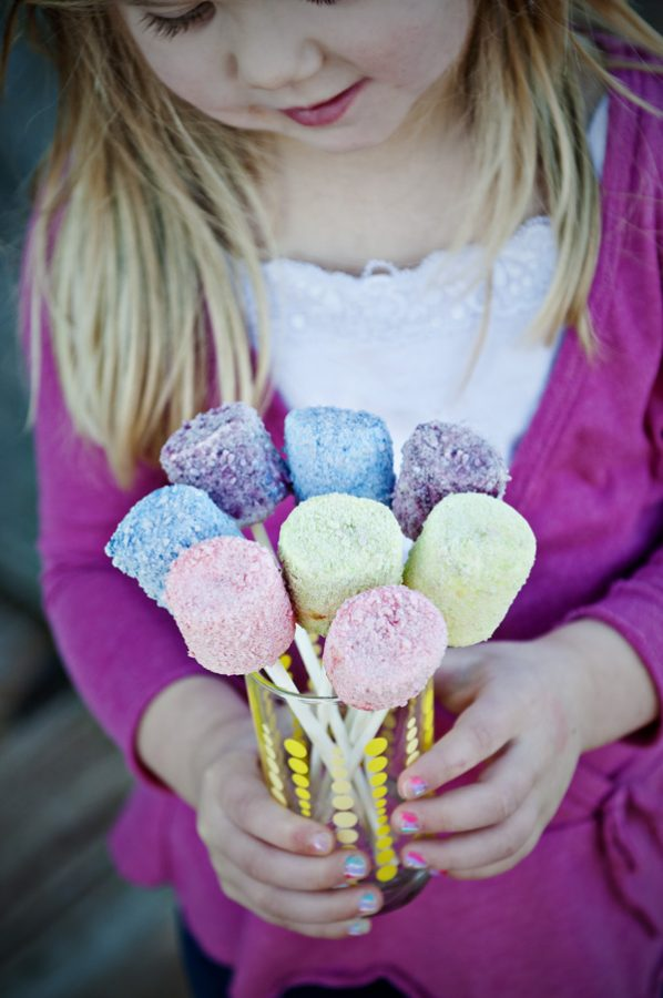 Skittles-Marshmallow-Pops-Leah