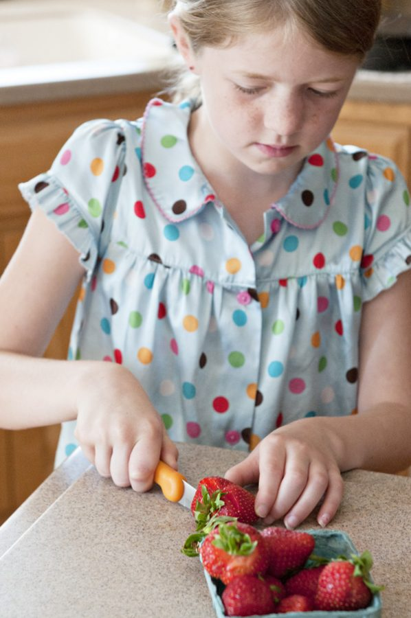 Kelly-Cutting-Strawberries