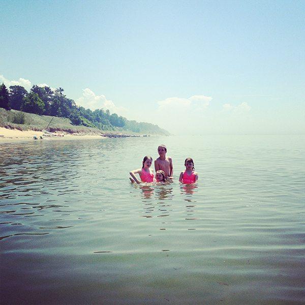 Kids-in-Lake