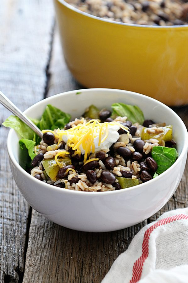 Black Beans and Rice Bowls from dineanddish.net This is an incredibly simple recipe for a quick dinner!