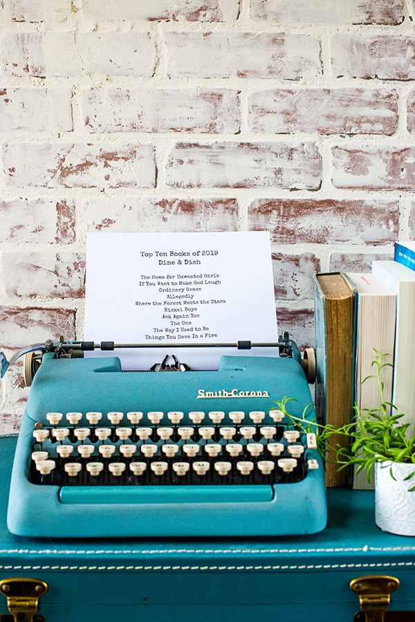 Typewriter with a list of favorite books from 2019.